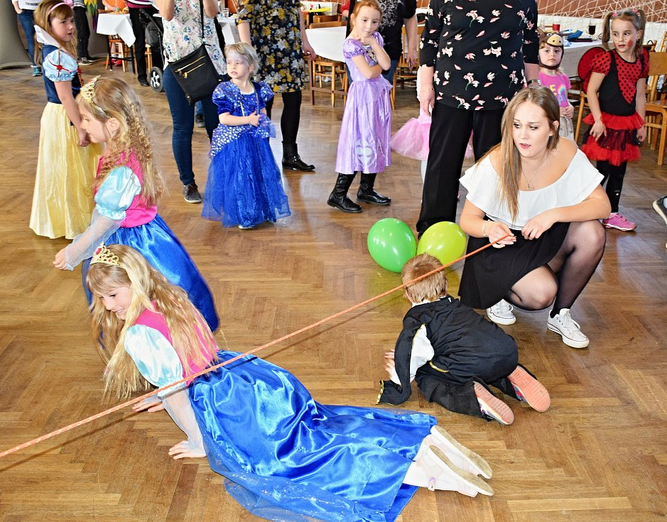 Dětský karneval v sokolovně v Heřmaničkách.