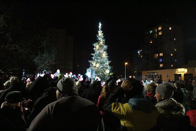 Rozsvěcení vánočního stromu v Týnci se konalo v sobotu 2. prosince.