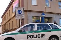 Policejní hlídka okamžitě prověřila situaci v bance
