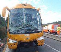 Při hromadné nehodě na dálnici D1 se zranilo 14 osob.
