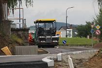 Budování okružní křižovatky na severu Benešova v úterý 4. srpna 2020.