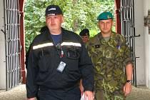 Taktické hasičské cvičení ve vojenském objektu na Komorním Hrádku.