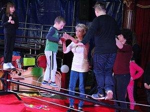 Cirkusová přestavení pro veřejnost nacvičovali žáci z Vlašimi a Louňovic několik dní