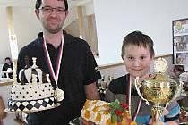 Vítězové turnaje rodinných dvojic v Pravoníně. Tomáš Vojta s teprve desetiletým synem Jakubem.