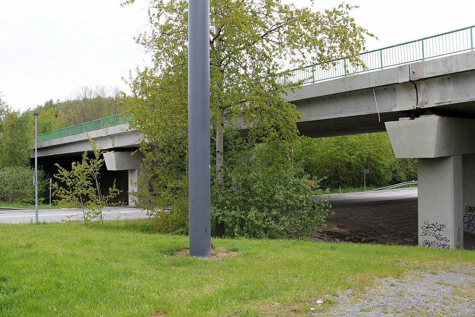 Protihluk na silnici I/3 kolem Votic zatím nevznikne, ŘSD ale opraví uzávěry dilatačních spár na mostě nad silnicí na Jankov a vybuduje protihlukové zábrany ze zábradlí.