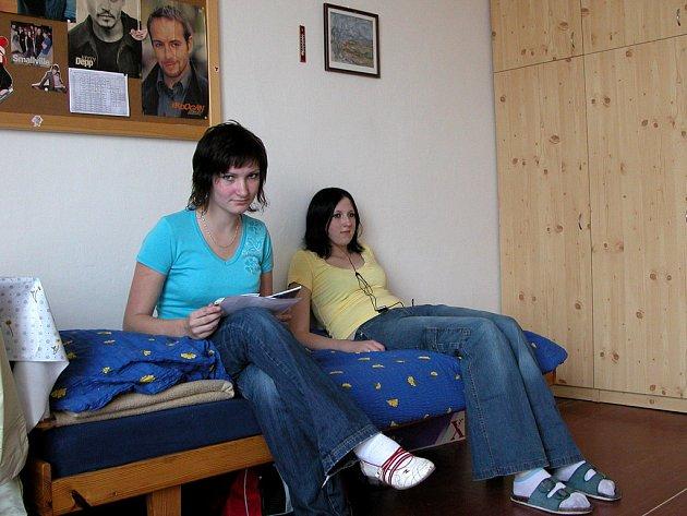 V benešovském Domově mládeže SOU stavební a PŠ využívá ubytování žáci různých škol
