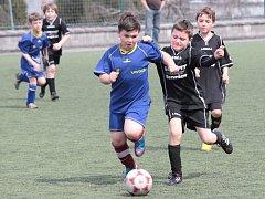Fotbalový turnaj školních družstev na benešovské umělce.
