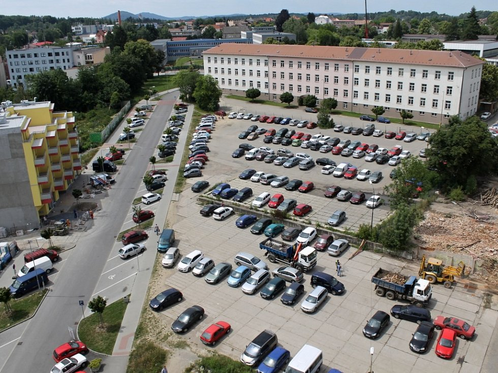 Benešov, pohled na objekt kasáren, v němž najdou místo celníci a pracovníci katastrálního úřadu.