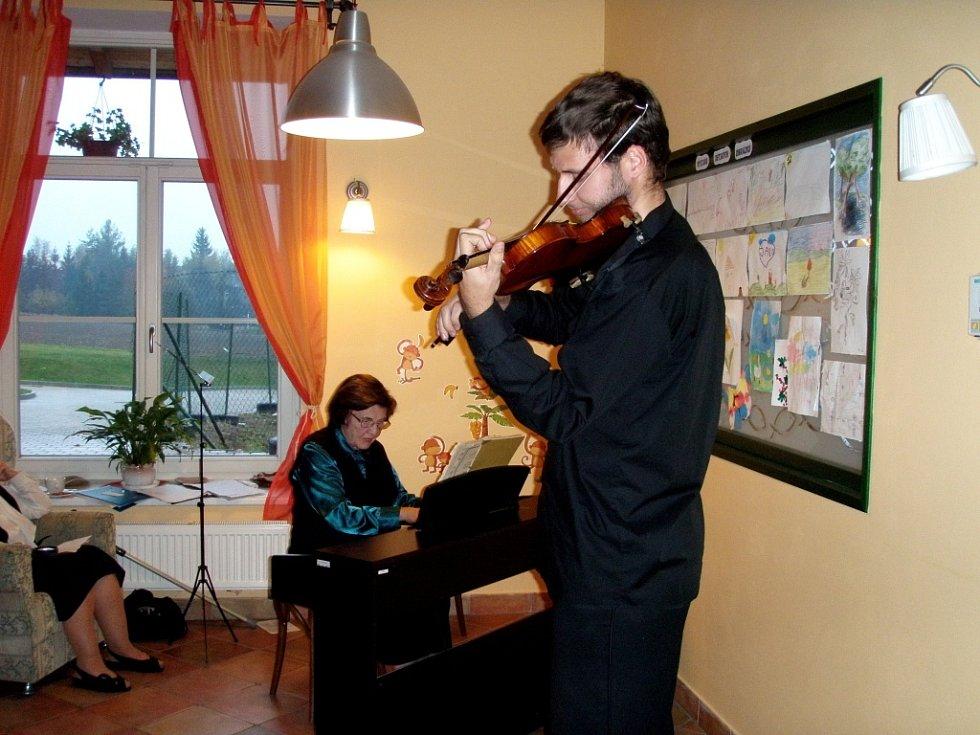 Součástí Dne otevřených dveří v Hospicu Dobrého Pastýře v Čerčanech byl i koncert.