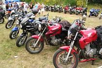 Sraz motorkářů a vozíčkářů v RÚ Kladruby