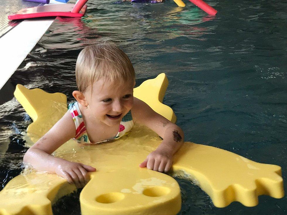 Z plaveckého výcviku dětí z mračské mateřinky MiniSvět.