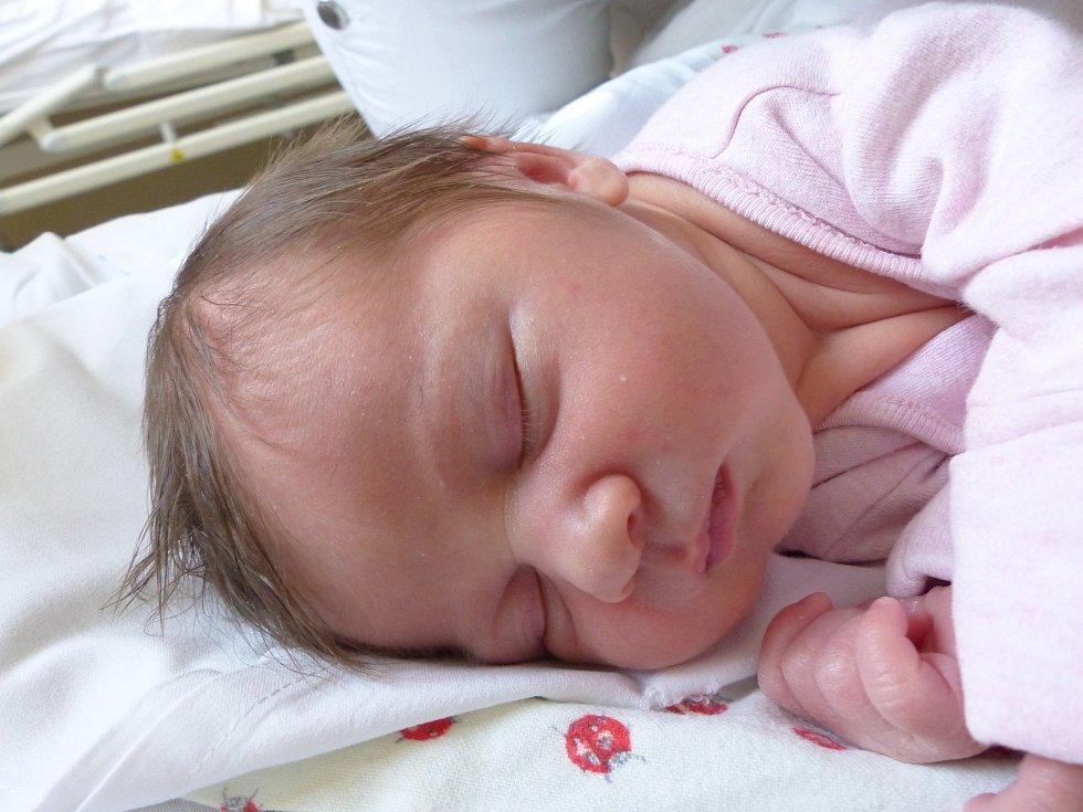 Stefanie Koubková se narodila 1. dubna 2021 v kolínské porodnici, vážila 3230 g a měřila 50 cm. V Sadské se z ní těší bráška Oliver (2) a rodiče Jitka a Oleg.