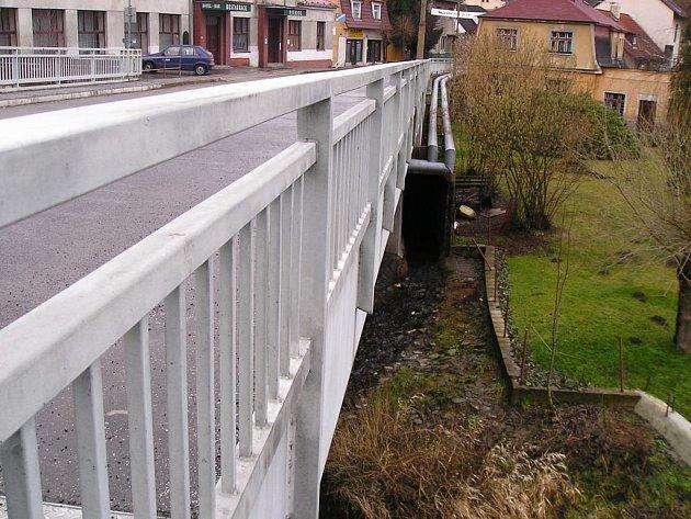 Propustek Oborského potoka je už přívalovými dešti i povodněmi zdevastovaný