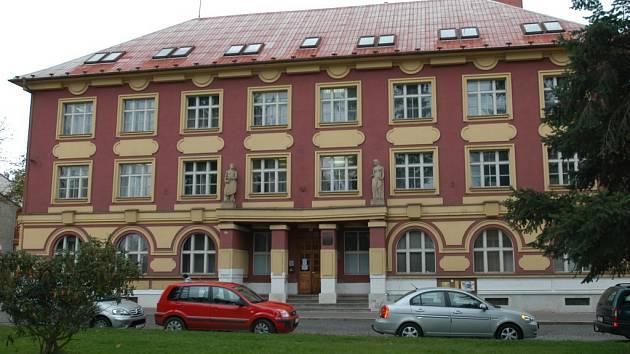 Budova, kde ještě do minulého roku sídlila benešovská pobočka VZP nyní zeje prázdnotou.