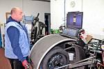 Přezouvání na zimní pneumatiky je jedním ze dvou období 'žní' pneuservisů. Nejinak je tomu v BestDrive v Benešově.