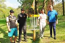 Konopiště Open v Discgolfu se hráčům velmi líbilo, i počasí vyšlo. Zleva: nejlepší Čech Lukáš Filandr (23. místo), Leo Piironen (Finsko), Paul McBeth (USA), nejlepší hráč světa a třetí na Konopišti  a  Silver Lätt (Estonsko).