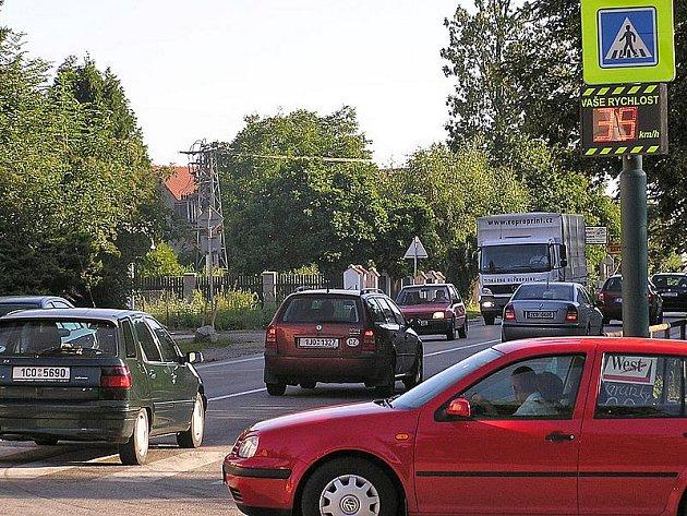 V dopravních špičkách projede obcí přes tisíc vozidel za hodinu.