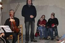 Vánoční koncert Škampova kvarteta v kostele sv. Bartoloměje v Ledcích.