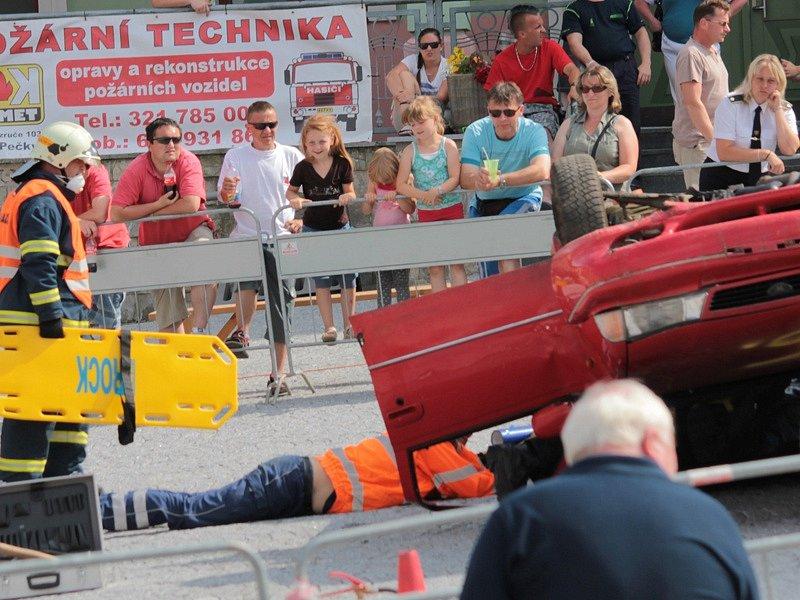 Druhý ročník hasičské soutěže ve vyprošťování O pohár starosty města se Voticích uskuteční v sobotu 26. září od 9 hodin.