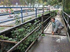 Po opravě bude lávka přes Benešovský potok bezpečnější.