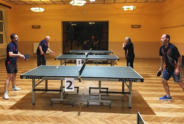 Okresní soutěže stolního tenisu otevřely svoje brány. V OP 2 se v souboji béček Petroupimi a Ostředka dařilo více domácím.