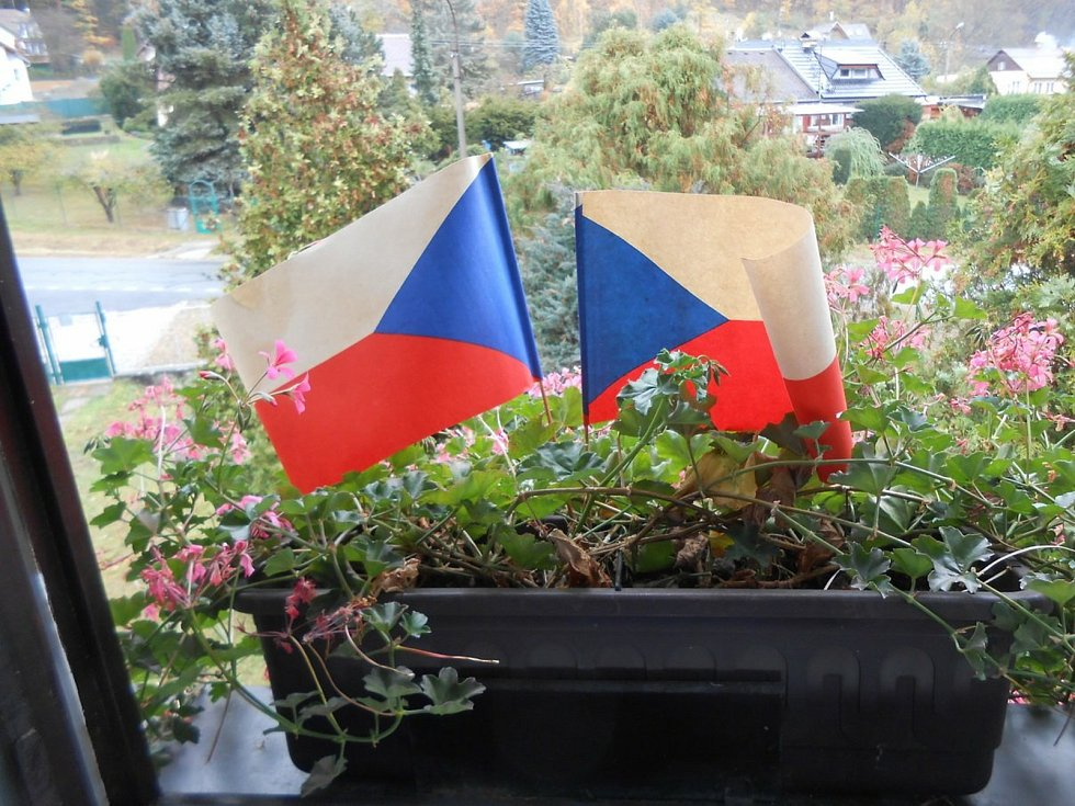 Český den s českými vlajkami na oslavu Státního svátku ČR 28. října.