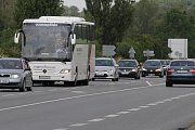 Řidiči si postojí v koloně i půl hodiny. Největší provoz je na silnici E55 ze směru z dálnice D1 na Votice.