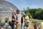 Na hrubé stavbě Zeměnky se podílelo padesát dobrovolníků.