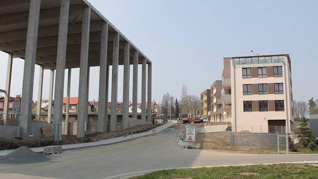 Sklad a bytový dům v ulici K Pazderně v Benešově.