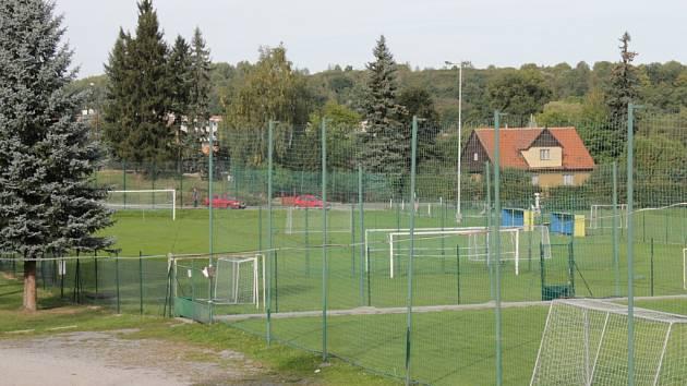 Fotbalisté z Benešova trénují i na hřištích u zimního stadionu.