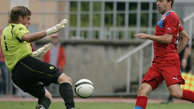 Josef Hušbauer (vpravo) v zápase reprezentační U 21 České republiky s Černou Horou.