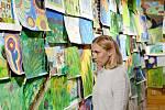 Výstava výtvarných prací Rozkvetlá příroda v Domě přírody Blaníku nedaleko Krasovic.