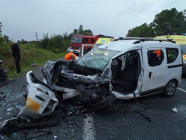 Pondělní odpolední nehoda čtyř osobních aut na silnici I/3 u Čtyřkol.