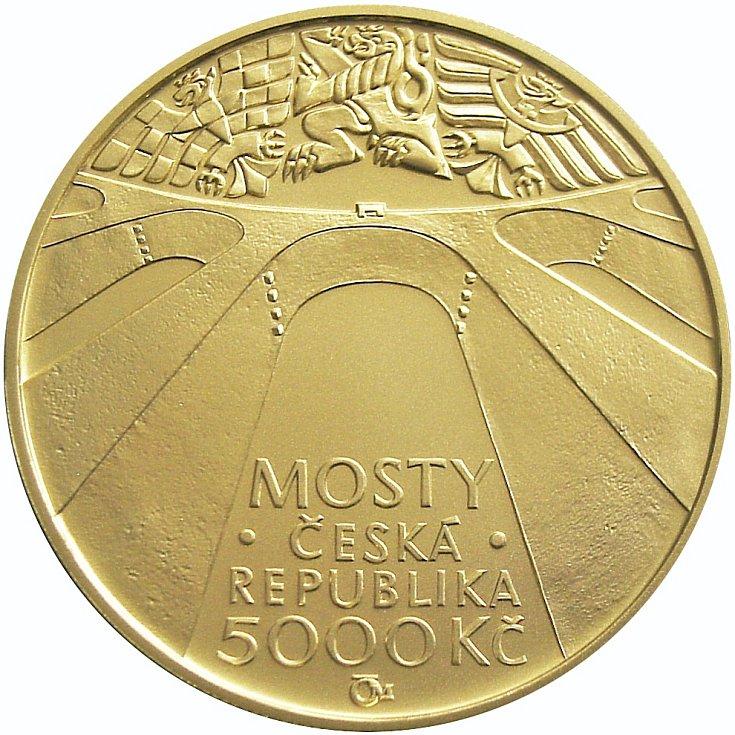 Líc zlaté mince v nominální hodnotě 5000 korun s vyobrazením  viaduktu Žampach.