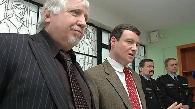 Hejtman David Rath a jeho náměstek Zdeněk Seidl na pondělní tiskové konferenci (16. února 2009)