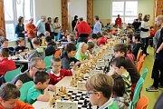Jídelna ZŠ Čerčany se zaplnila šachisty.