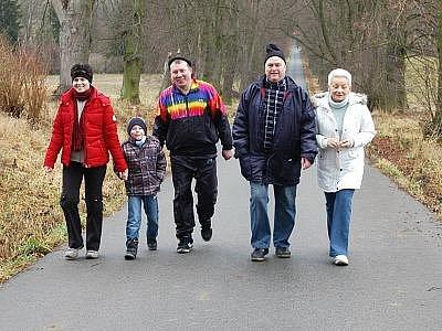 Osmého ročníku pochodu na Chvojen se zůčastnilo více než sto turistů.