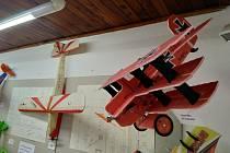 V DDM Benešov je výstava modelů letadel, vláčků a lodí