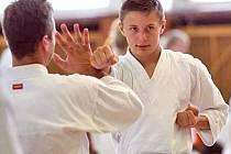 Jan Trpík při tréninku na evropském gasshuku (semináři) karate v Praze.
