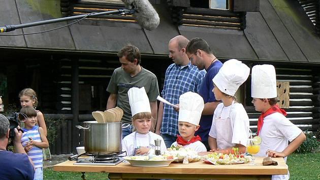 Přírodní recepty představili u Blanice Ondřej Slanina a Filip Sajler, známí kuchaři z pořadu Kluci v akci