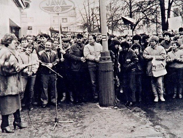 Generální stávka v Benešově 27. listopadu 1989.