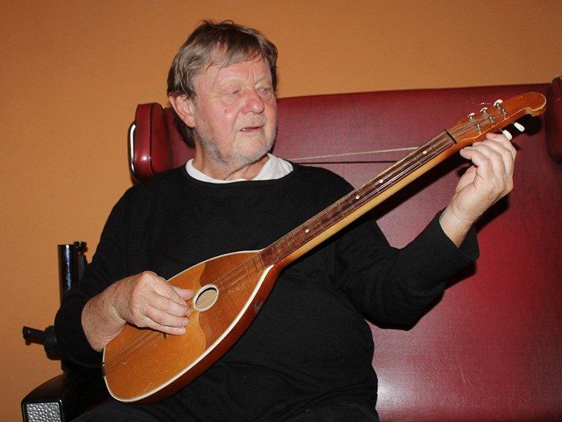 Vladimír Merta koncertoval v neděli v Benešově, v pondělí 17. listopadu navečer zazpívá opět po 25 letech na Václavském náměstí.
