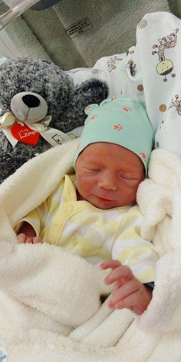 Collin Dušek se narodil 11. dubna 2021 ve 20. 31 hodin v čáslavské porodnici. Vážil 2240 gramů a měřil 47 centimetrů. Doma v Chotusicích se z něj těší maminka Kateřina a tatínek Miroslav.