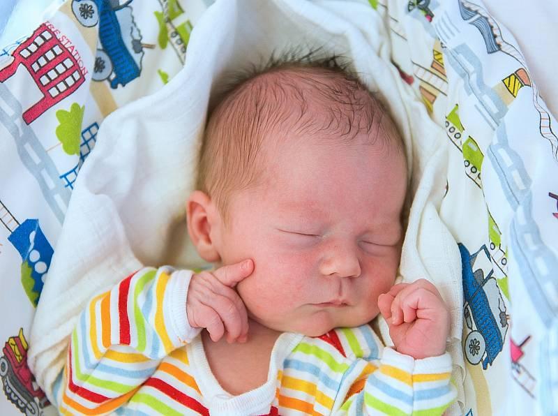 Václav Pekárek z Jíkve se narodil v nymburské porodnici 4. května 2021 v 00.12 hodin s váhou 3270 g a mírou 49 cm. Z chlapečka se radují maminka Lucie, tatínek Jiří a sestřička Tonička (2,5 roku).