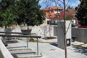 Na Ješutovo náměstí se opět vrátí socha sv. Jana Nepomuckého. V těchto prostorách také udělají za oslavami tečku místní ochotníci s představením Lucerna