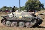 Lešanskou arénou se v sobotu na 14. Tankovém dni proháněly tanky vyráběné od třicátých let 20. století až po ty současné.