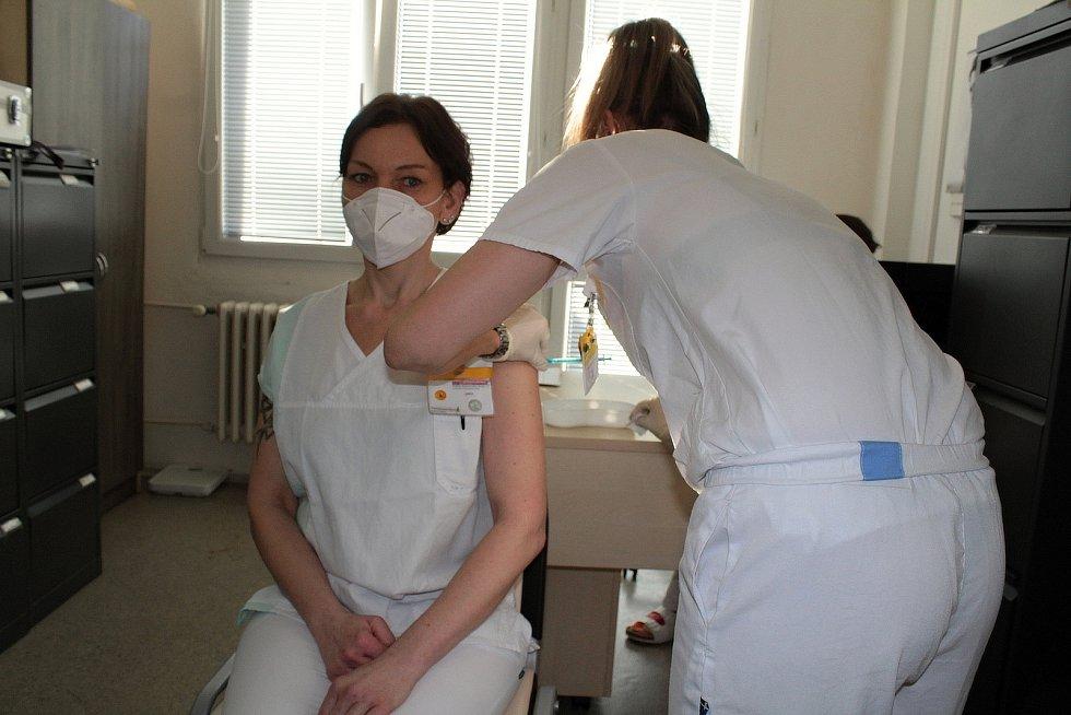 První očkování vakcínou proti covidu-19 ve středních Čechách na Silvestra 2020 v benešovské Nemocnici Rudolfa a Stefanie.