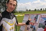 Ve Veliši se sešli cyklisté, aby zahájili novou sezonu v kraji pod Blaníkem.
