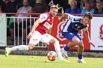 Utkání Fobalové národní ligy mezi FK Pardubice (ve červenobílém) a FC Sellier & Bellot Vlašim ( v modrobílém).