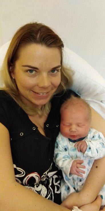 Martin Jirkovský se narodil 14. dubna 2021 v 8. 47 hodin v čáslavské porodnici. Pyšnil se porodní váhou 3790 gramů a délkou 51 centimetrů. Doma v Petrovicích ho přivítali maminka Eliška a tatínek Martin.